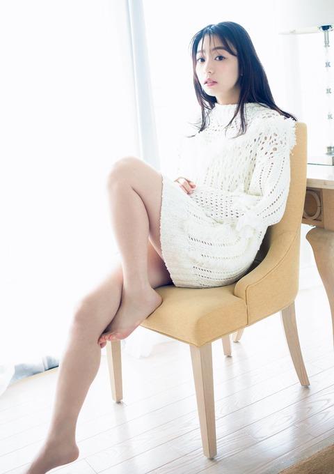 【女子アナ】宇垣美里アナ、華麗なる美脚を大胆披露 フォトエッセイ重版記念で秘蔵カット公開