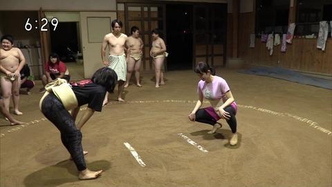 NHKの巨乳アナが女子相撲に挑戦した結果!!!