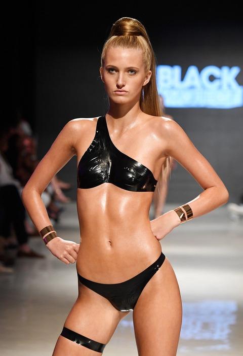 【速報】女子の水着の流行がすっごいエチエチ これもうオスを挑発してるだろ