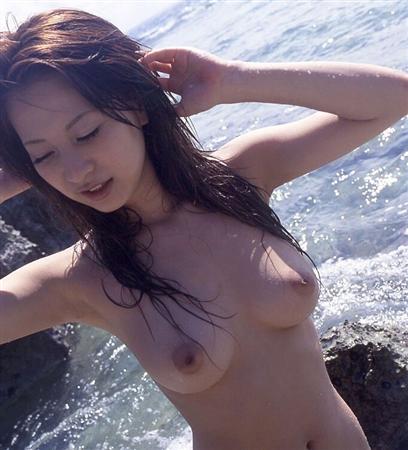 昨日のアベマTVで映った篠崎愛の乳首wwwwwwwwwwwwwwwwwww