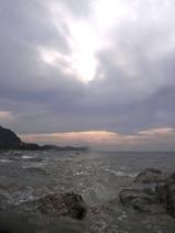 雲間から西日