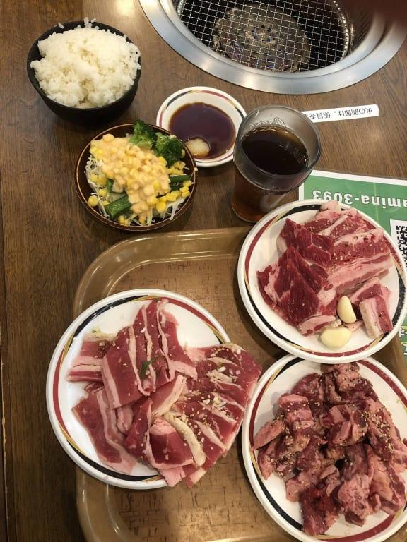 【画像】すたみな太郎の肉と寿司の質wwwwww