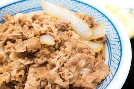 アホ「牛丼に紅生姜!ドバァ!」ガキ「焼肉のタレ!ドボボ!」素人「七味」