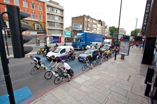 Cycle_superhighway_commute_traffic-e1413551310131