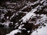 雪に埋もれた由良川左岸歩道
