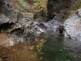 大谷出合の下流 チャートの地層が美しい