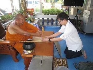 仏陀像を寄贈