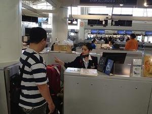 空港でチェックイン
