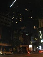 右隣にはニッコーホテル