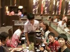 2554日本食を堪能する孫たち