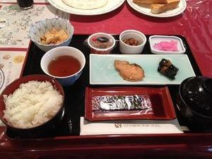 朝食は北海道定番の鮭定食