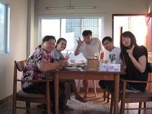 家族と朝食