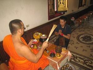 タイの仏教を体験す