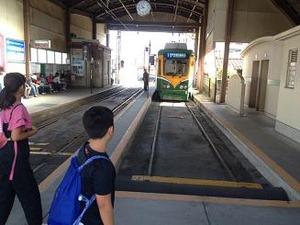 鹿児島駅行きの電車に乗る