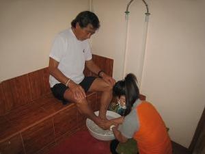 足を洗って