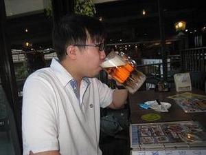 冷えたビールをくぃっと