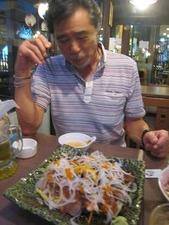 海鮮サラダにご満悦