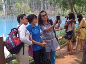青の池を自撮り