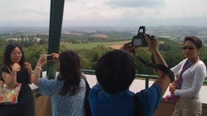 美瑛の丘で記念撮影