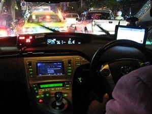 乗車拒否も当たり前のタクシー