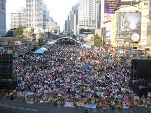 アソーク交差点の抗議集会