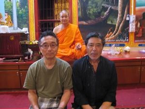 僧侶と3人で
