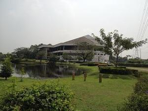 土日は混み合うバンコクのゴルフ場