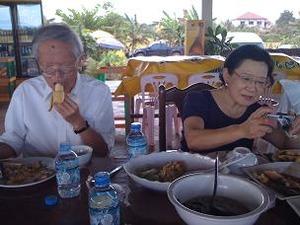 昼食はいつもの田んぼレストラン