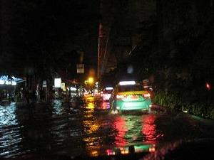 雨が降るとボッたくるタクシー