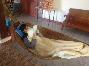 A嬢タイ語の勉強しながら寝た