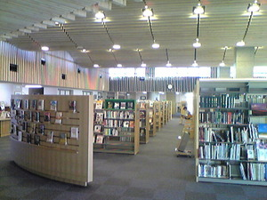 2355「美瑛図書館の中