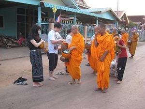 2カ所目の寺院からの僧侶