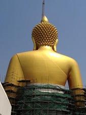 完成すればラッチャブリ県の仏陀を抜くんだとか