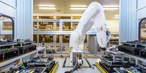 160526_foxconn_robot