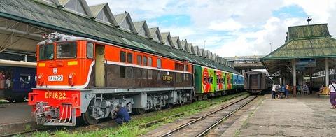 train-2913673_640