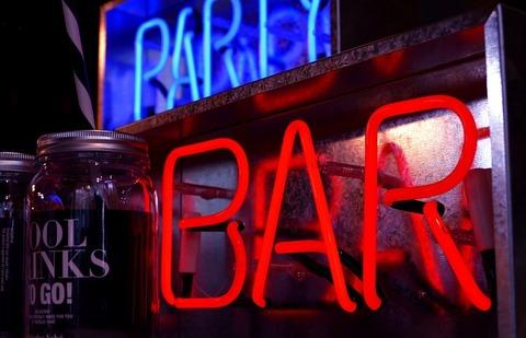 bar-3047514_640