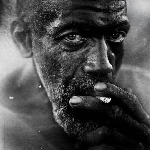 amazing_black_and_white_photos_of_the_homeless_640_05