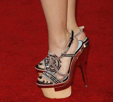 strange_celebrity_shoes_640_07