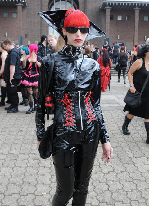 hot_goth_chicks_rule_640_high_03