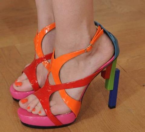 strange_celebrity_shoes_640_05