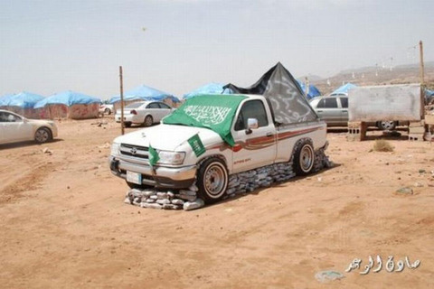a_strange_car_show_in_saudi_arabia_640_01