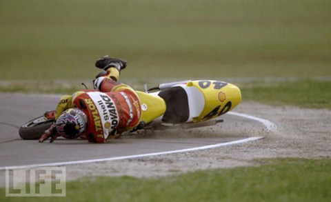 stunning_images_of_frightening_motorcycle_crashes_640_01