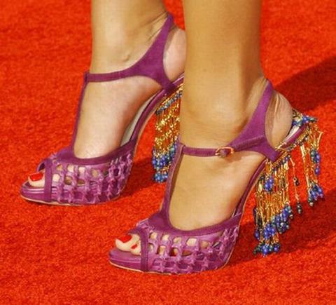 strange_celebrity_shoes_640_01