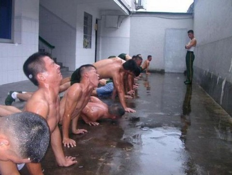 intense_chinese_army_workouts_640_01
