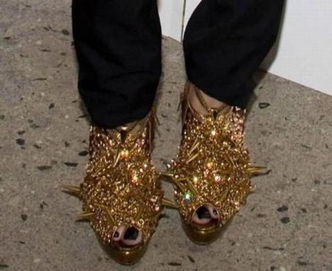 strange_celebrity_shoes_640_09