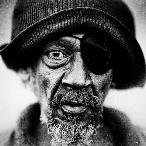 amazing_black_and_white_photos_of_the_homeless_640_03