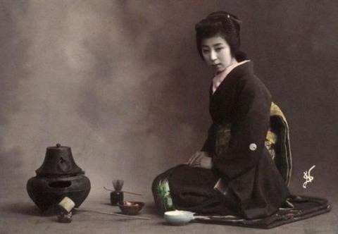 retro_photos_of_japanese_geisha_girls_640_02