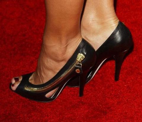 strange_celebrity_shoes_640_12