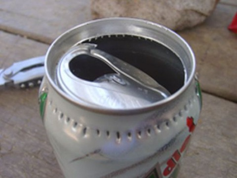 a_camping_stove_from_a_can_640_05