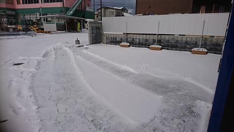 アスキーハウス駐車場 雪寄せ